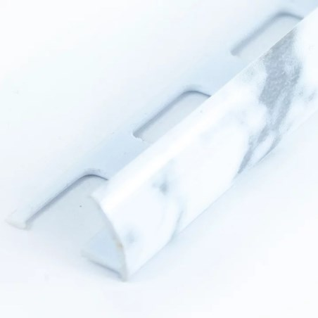 Perfil marmoleado blanco 2.44 metros acento